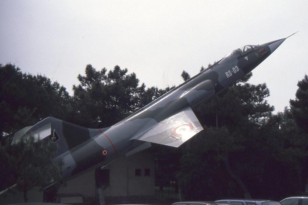 Arrivato a Pratica di Mare a fine 1994, era accantonato a Villafranca come 3-41. Restaurato con i codici RS-03 venne posto presso il circolo ufficiali della base.
