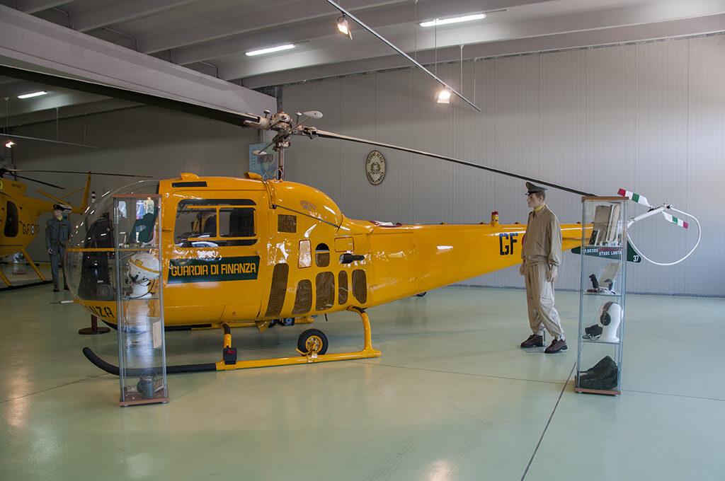 La Guardia di Finanza acquisì 24 Agusta Bell AB-47J3. L'esemplare esposto è Volpe 37 ex CC-21.