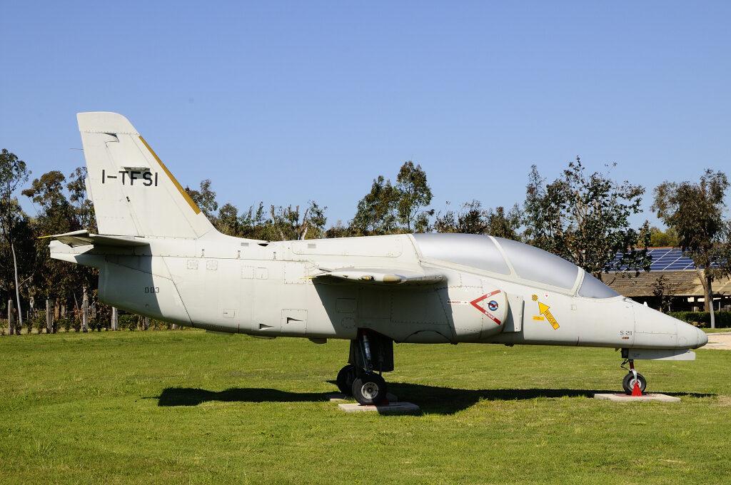 Il SIAI S 211 esposto a Piana delle Orme è il terzo prototipo del velivolo ed ha numero di costruzione 003 e seriale 01-003.