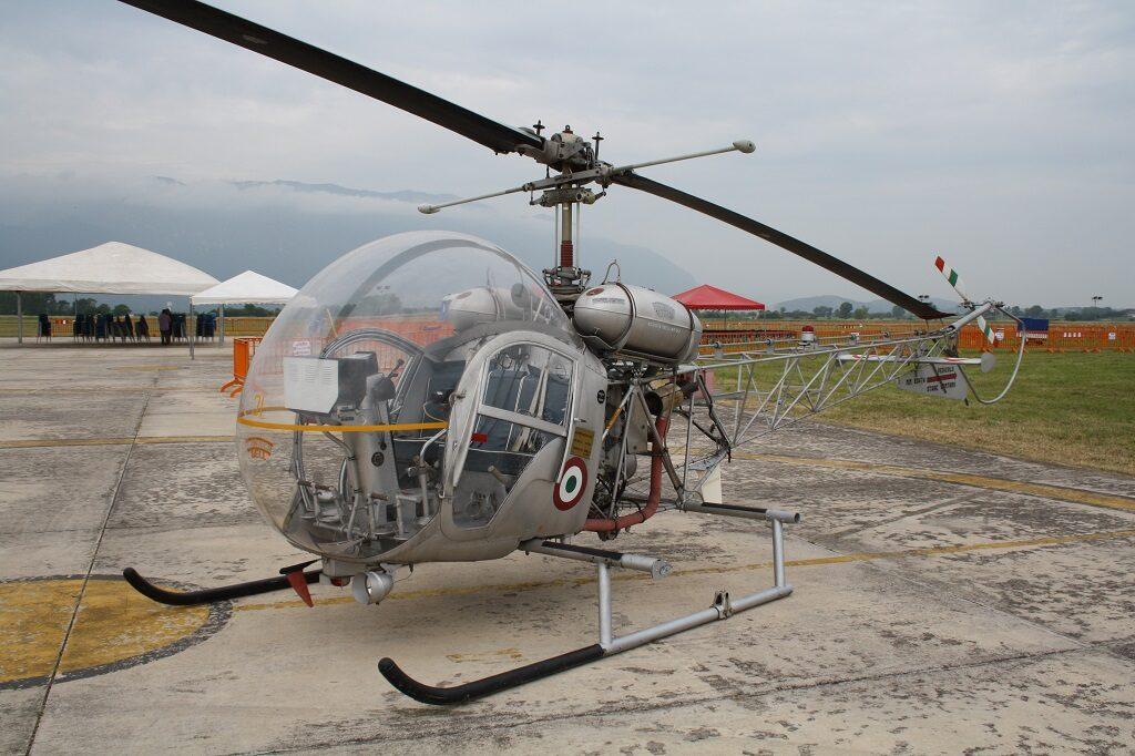 Agusta Bell AB 47G2 con MM 80474 e codice SE-31 conservato presso il 72° Stormo a Frosinone.