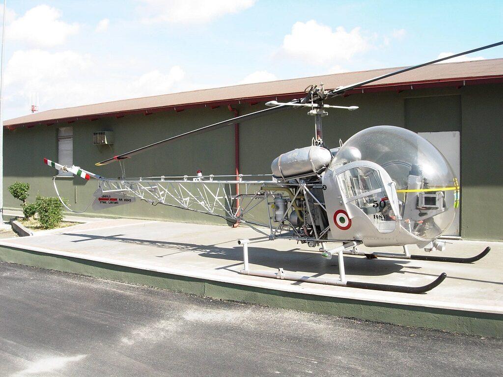 Agusta Bell AB 47G-2 MM 80043 conservato a Ciampino