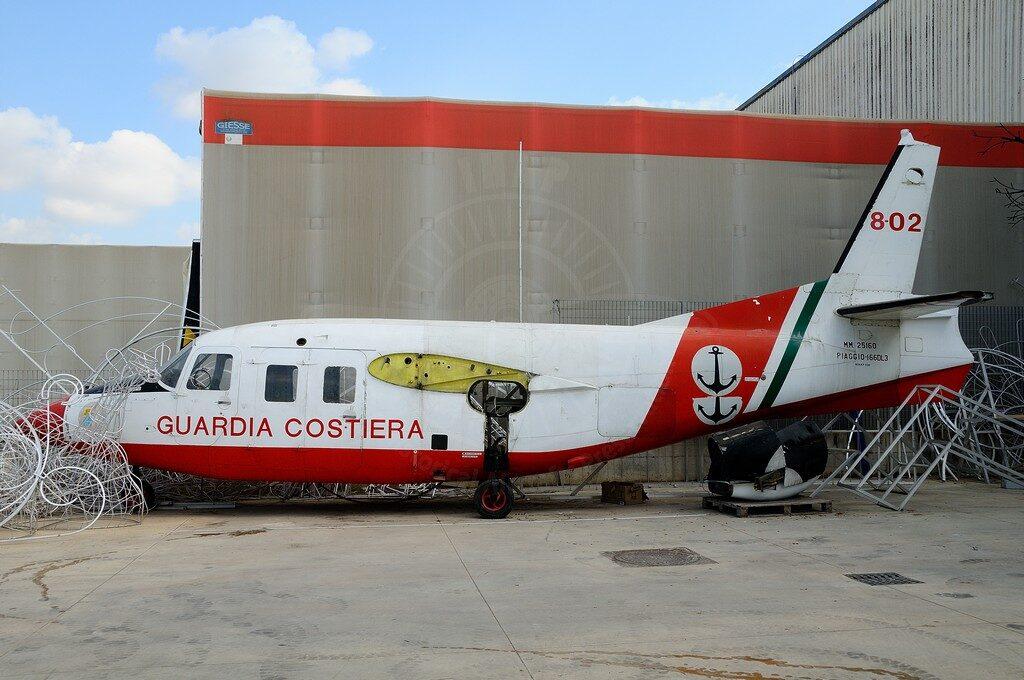 Piaggio P 166DL3-SEM1 MM 25160: il velivolo, prso dalla Piaggio una volta radiato, è utilizzato a scopi addestrativi all'interno dell'azienda