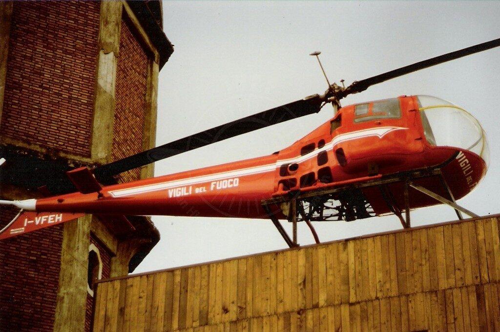 AB 47J-3 I-VFEH alla Caserma dei Vigili del Fuoco di Aprilia