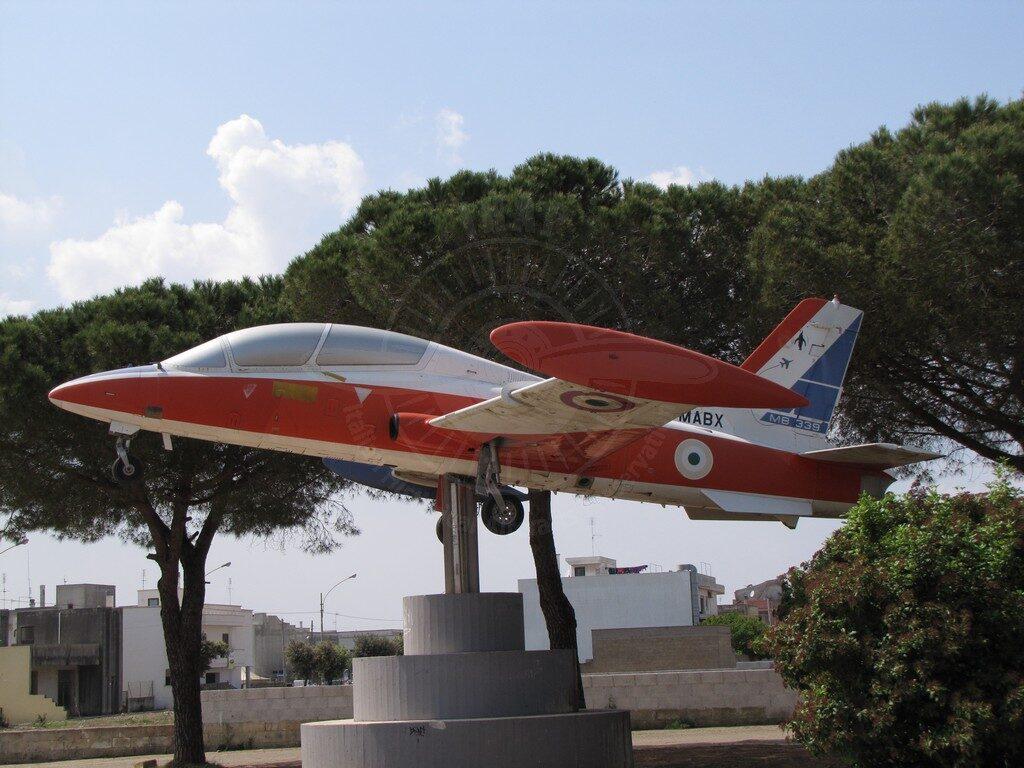 Aermacchi MB 339A esposto nel comune di Salve in provincia di Lecce.
