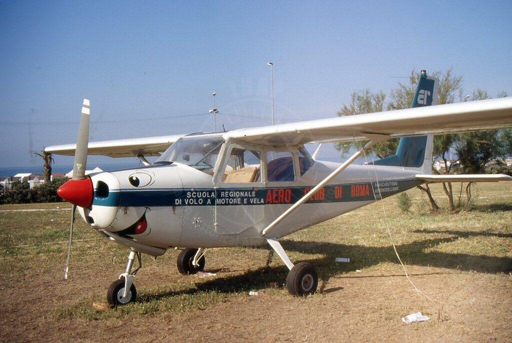 Partenavia P 66B I-ACRY esposto per anni sull'aeroporto dell'Urbe