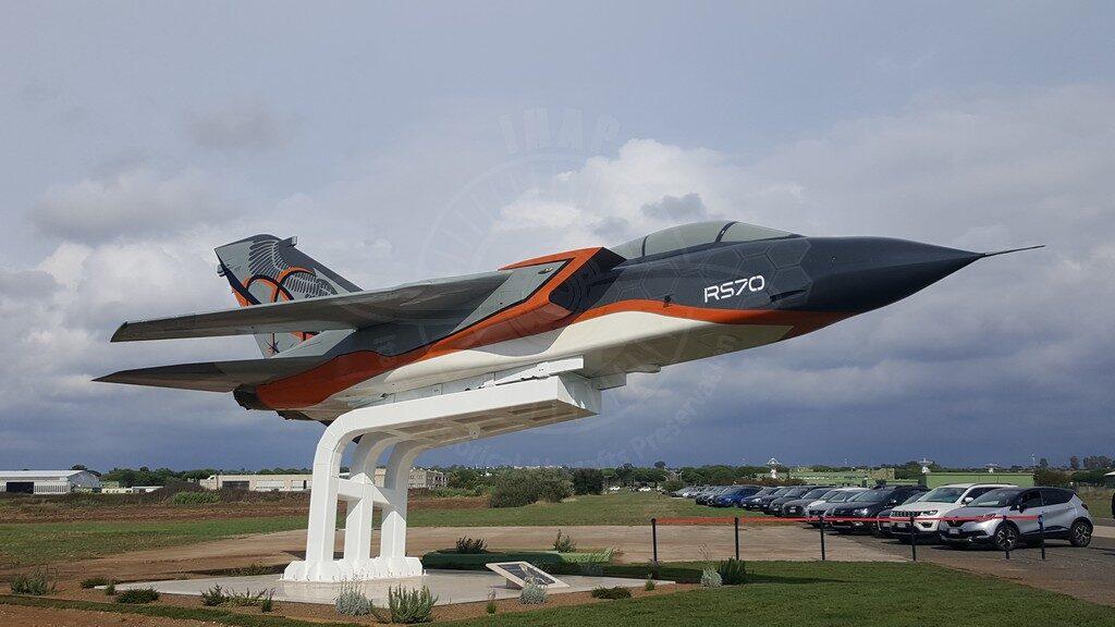 Panavia Tornado IDS con MM 7037 esposto come gate guardian a Pratica Di Mare