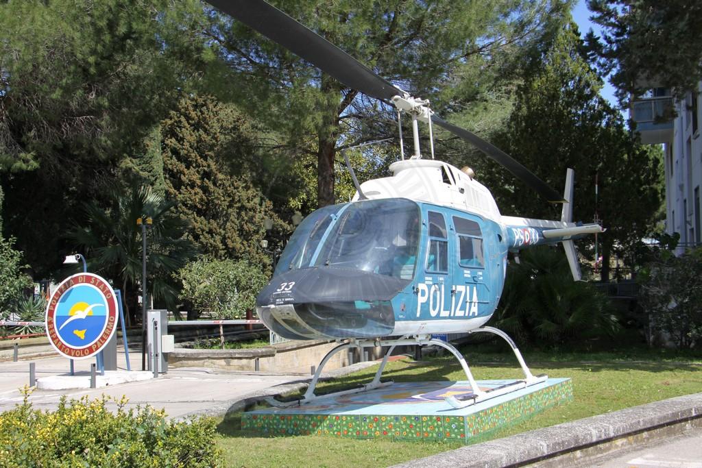 Agusta Bell AB 206A JetRanger della Polizia di Stato a Palermo Boccadifalco