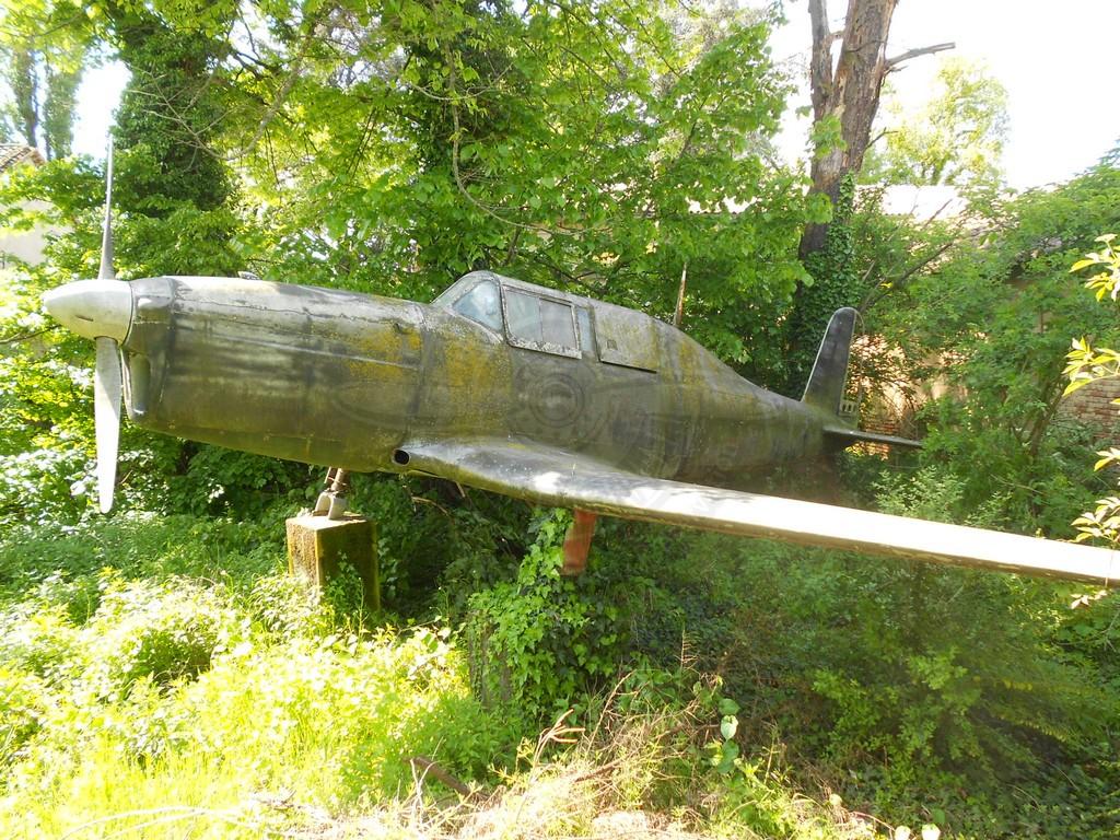 FIAT G 46-4A MM 53284 ex I-AEHQ una volta in un giardino a San. Biagio di Garlasco ed oggi a Volandia