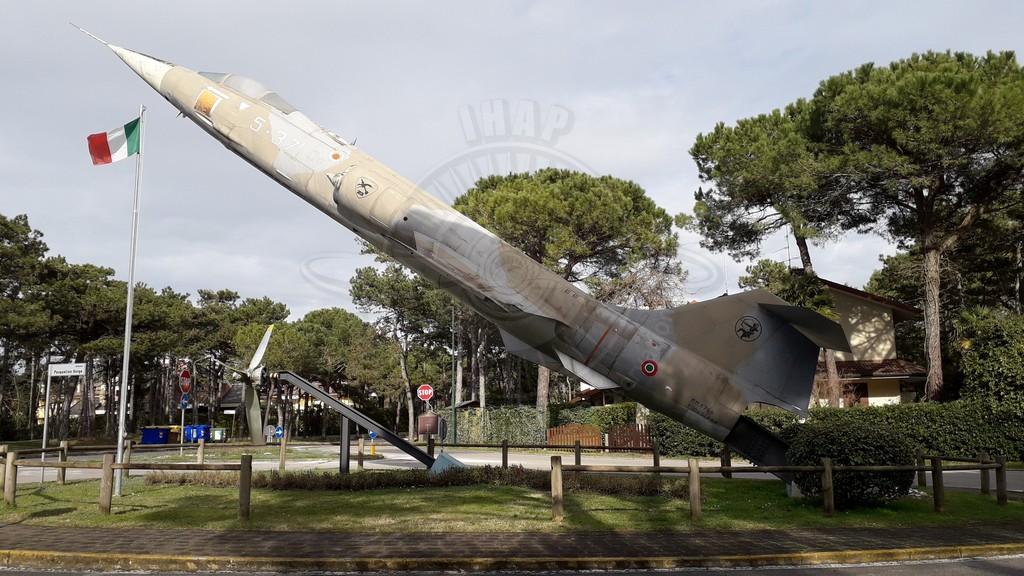 Aeritalia Lockheed F 104S ASA con MM 6796 esposto a Lignano Sabbiadoro (UD)