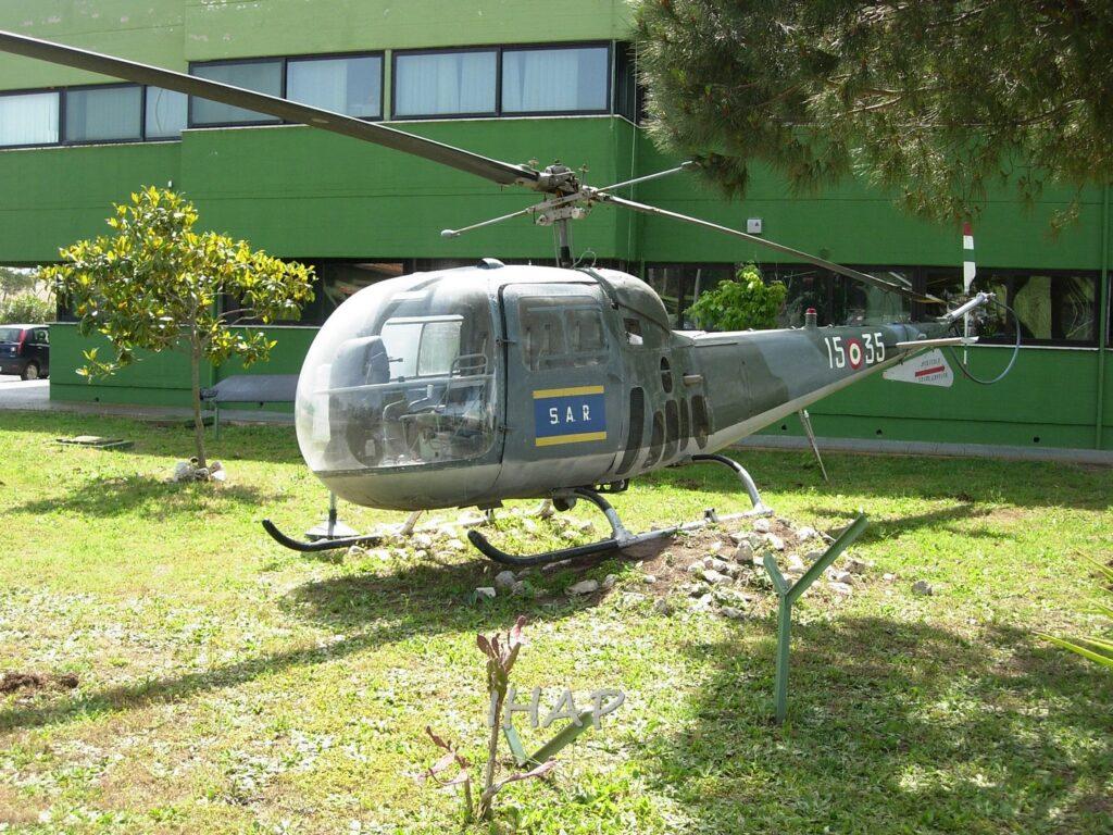 Agusta Bell AB 47J MM 80157: recuperato tra i vari esemplari fuori uso presenti a Pratica venne in un primo momento restaurato con colori e codici del 31° Stormo e posto come monumento ai caduti del Reparto.